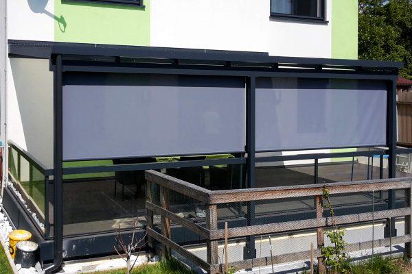 SAP-Metallbau_Ariane_Terrassendach-mit-Senkrechtmarkise-Ansicht-seitlich_3x4